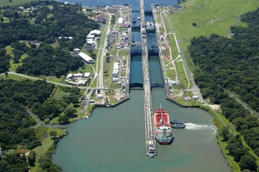 Canal de Panamá se abre a nuevos clientes con tránsito de gas natural licuado