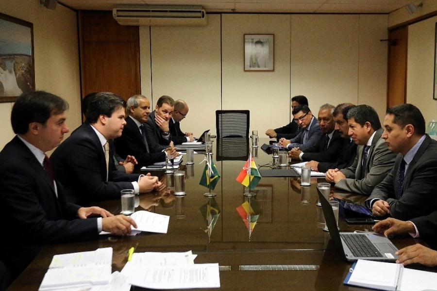 Brasil compromete dar mayor celeridad al proceso de integración energética con bolivia